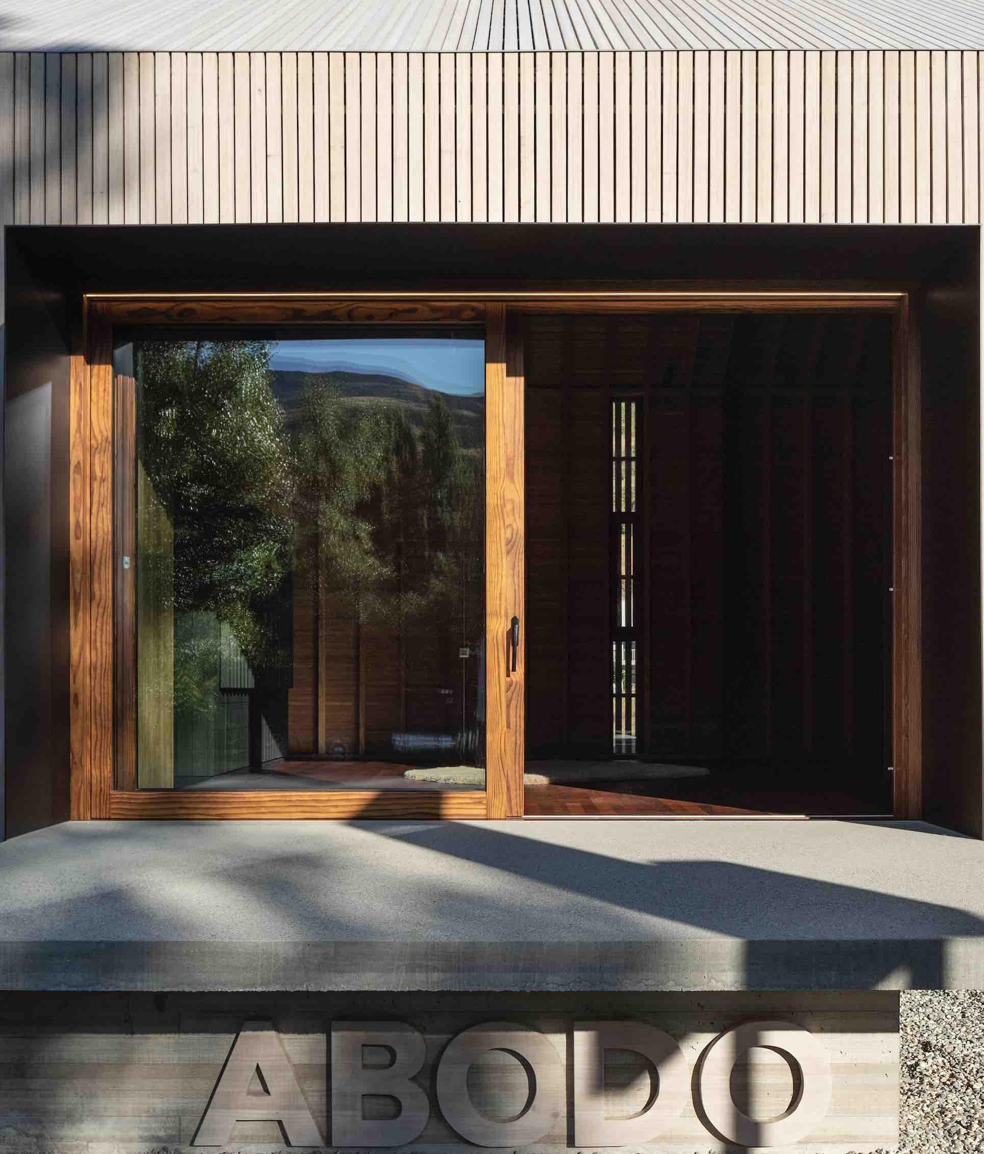 ETW+D_Lift&Slide_Door_Abodo_Showroom