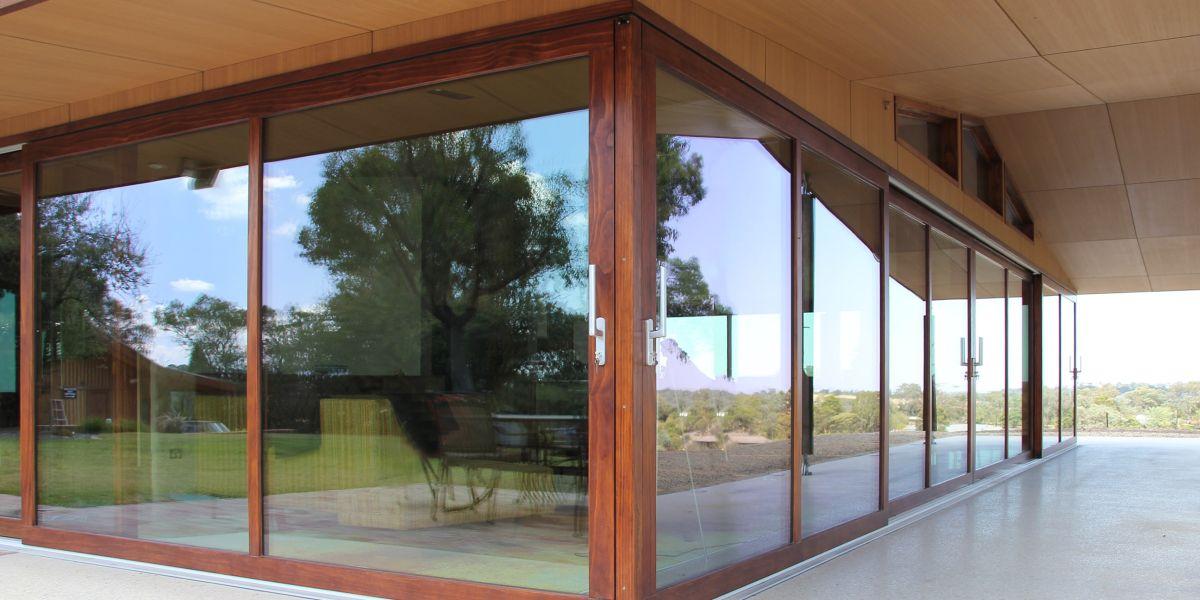 ETW+D_KG_Triple_Glazed_Accoya_Timber_Lift_Slide_Doors_Closed#1B